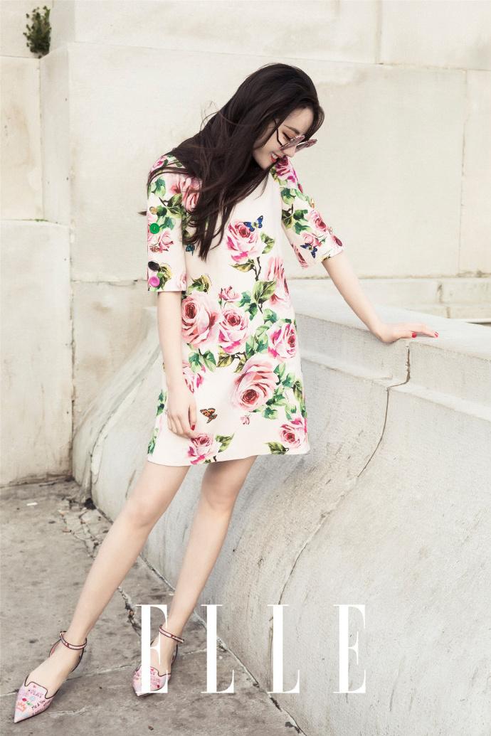 花团锦簇的迪丽热巴 优雅而迷人 摄人心魄的美让人移不开视线