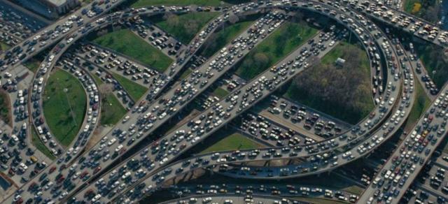 专家:交通拥堵的原因可能为用车成本过低,网友:建议取消专家