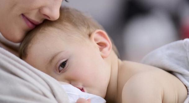 为什么宝宝睡觉喜欢摸乳房、毯子,抱玩偶?揭秘恋物背后的原因