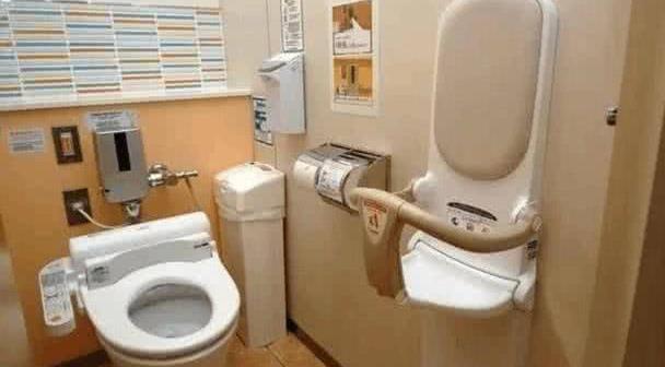 """日本公厕的""""神秘按钮"""",只有女厕才有,中国游客好奇尝试被吓到"""