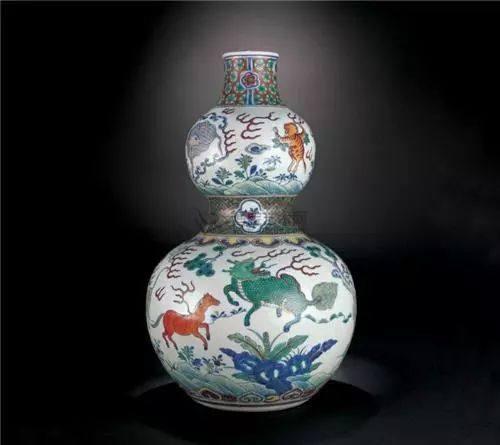 赏析:大明成化斗彩鸡缸杯、鸡缸杯价值拍卖2.8个亿