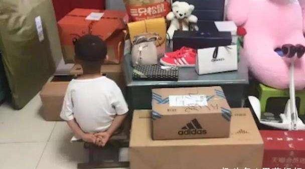 """6岁男孩清空老爸手机7万购物车,孩子""""会""""花钱好不好?需这样看"""