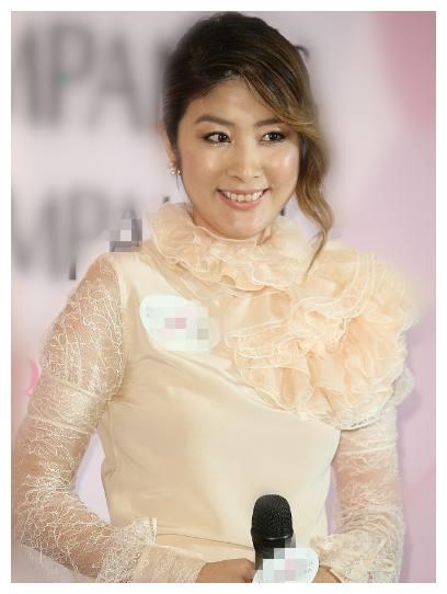 陈慧琳出席某活动,脸圆发福长刘海显老气,女神早已不在?
