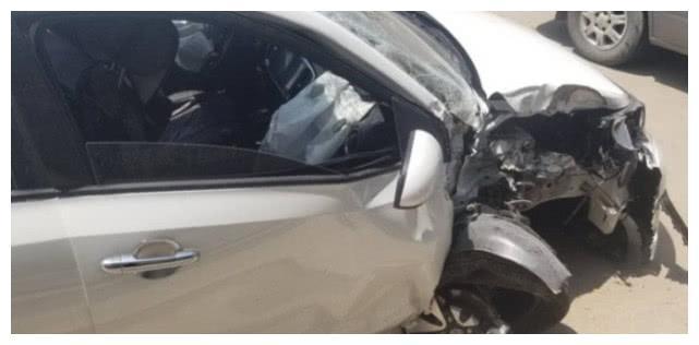 起亚焕驰100km/h追尾吊车 网友:这还是死亡率最高的车吗