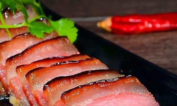 蜀都特产:农家自制四川地道烟熏腊肉,瘦而不柴,下饭可香了