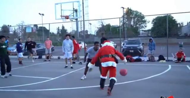 街头出现圣诞老人打篮球,有哪位篮球大神知道,这个老爷爷是谁