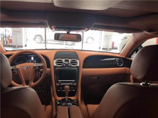 19款宾利飞驰V8舒适座驾以优雅而闻名