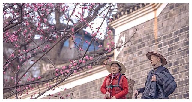 《四个春天》:你笑起来真好看,给足我对抗时间的力量