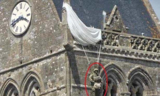 """二战最会""""装死""""的士兵,挂教堂上逃过死亡,谁知整整挂了74年!"""