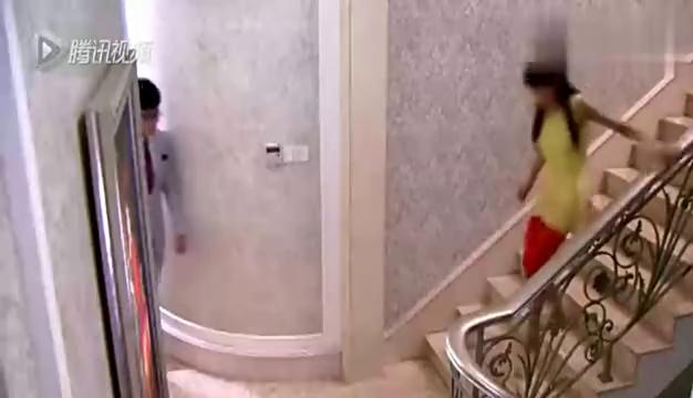 心机女慌张下楼想把事情说出来,男子慌了,下一秒精彩了!