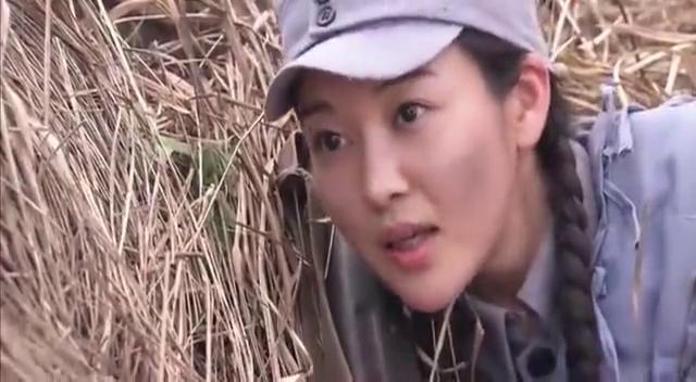 日军女狙击手留在阵地上掩护部队撤退,八路军高手一枪将她击毙