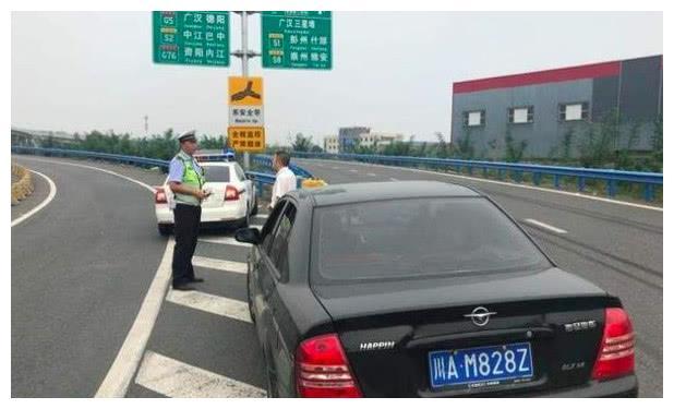 高速上错过了出口怎么办?交警支招:用这种方法不仅安全还合法!