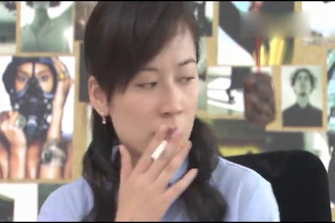 我爱你,再见:女孩子再生气,也不能学会抽烟哦!