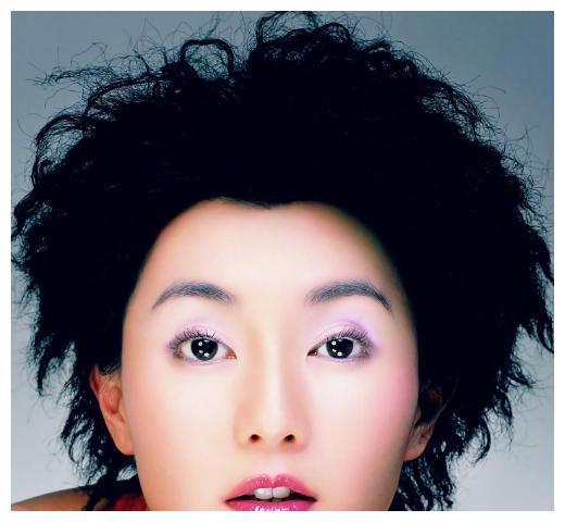 54岁张曼玉早期出席活动,尽显成熟女性魅力,这也太年轻了吧!