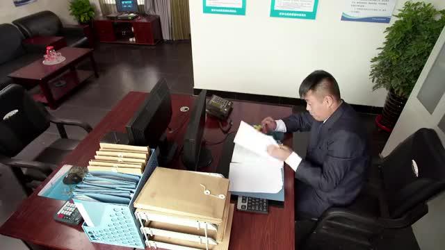 乡村爱情:宋晓峰跟李副总明争暗斗,宋晓峰谎称自己手上有大项目