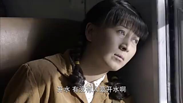 上北京时是一家三口,回乡却只剩农村女孩一人,列车员都懵了