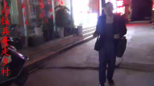 兵哥在张家界天门山旅游住广哥酒店五个人住三间房你猜多少钱