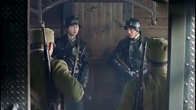姚刚感觉不对劲,他发现日本人在卸车厢就和他们展开殊死搏斗