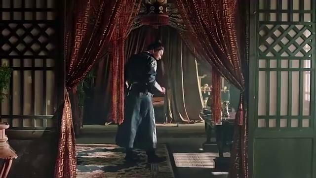 秦杰竟然进入了铜镜中无法自拔,幸好水月上仙及时搭救!