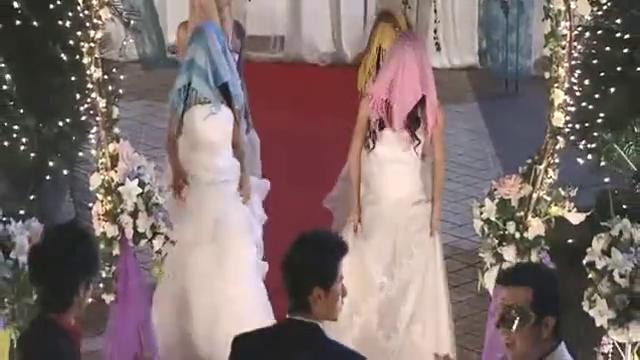 新娘子一身婚纱从天而降,新郎都看呆了,太美了!