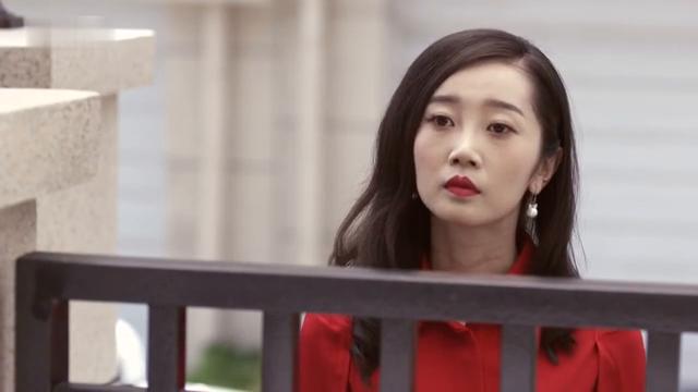 裴裴为了夏天小姐跪着求江南不要解约,一路狂奔,不幸却遭遇车祸