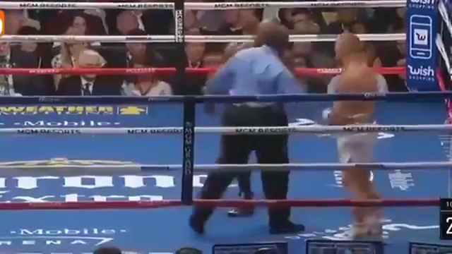 走路姿势最狂的人,比赛不到20秒,被梅威瑟拳拳到肉KO