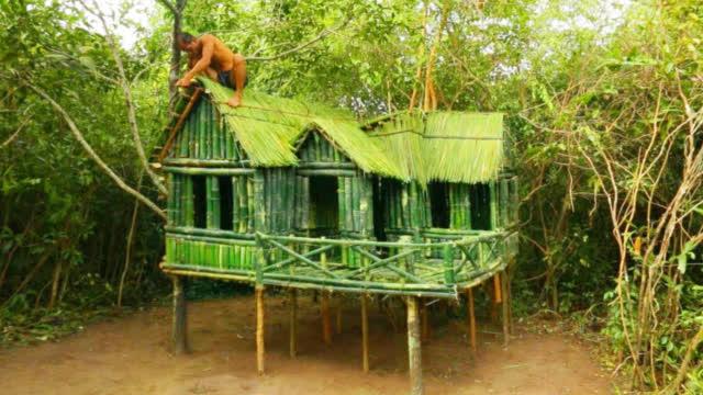 丛林生存,男子搭建小型竹屋,简直就是世外桃源!
