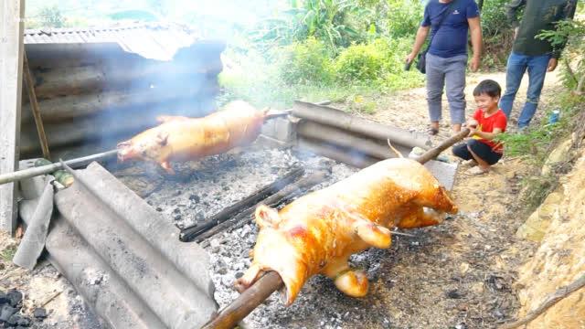 农村美食烤全猪,外教你嫩香味扑鼻,看得我口水直流