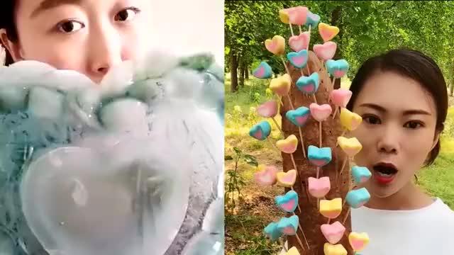农村美女吃爱心大冰块爱心棉花糖太漂亮了就要这样吃才过瘾