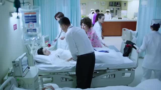 急诊科医生:新娘婚礼上晕倒被送医院,死到临头还要补妆