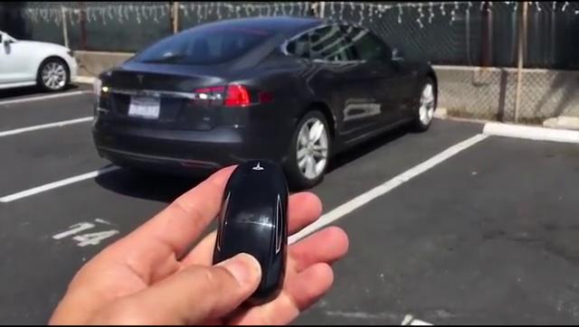 特斯拉的无人驾驶靠谱吗实测让你大开眼界了解新科技
