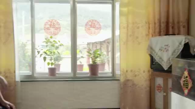 乡村爱情:刘能羡慕别人的风光,对着镜子自扇耳光