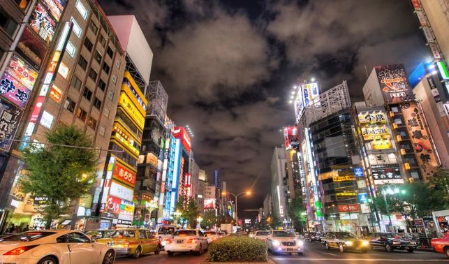 日本著名的电器街区,汇集多家动漫咖啡馆,AKB48的剧场所在地