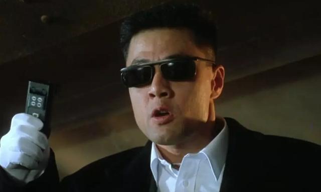 到香港发展不输港星,今61岁转型当导演,拍新版「天龙八部」