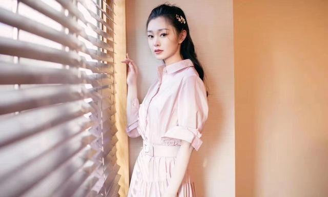 宋轶粉色长裙,温暖整个冬季!