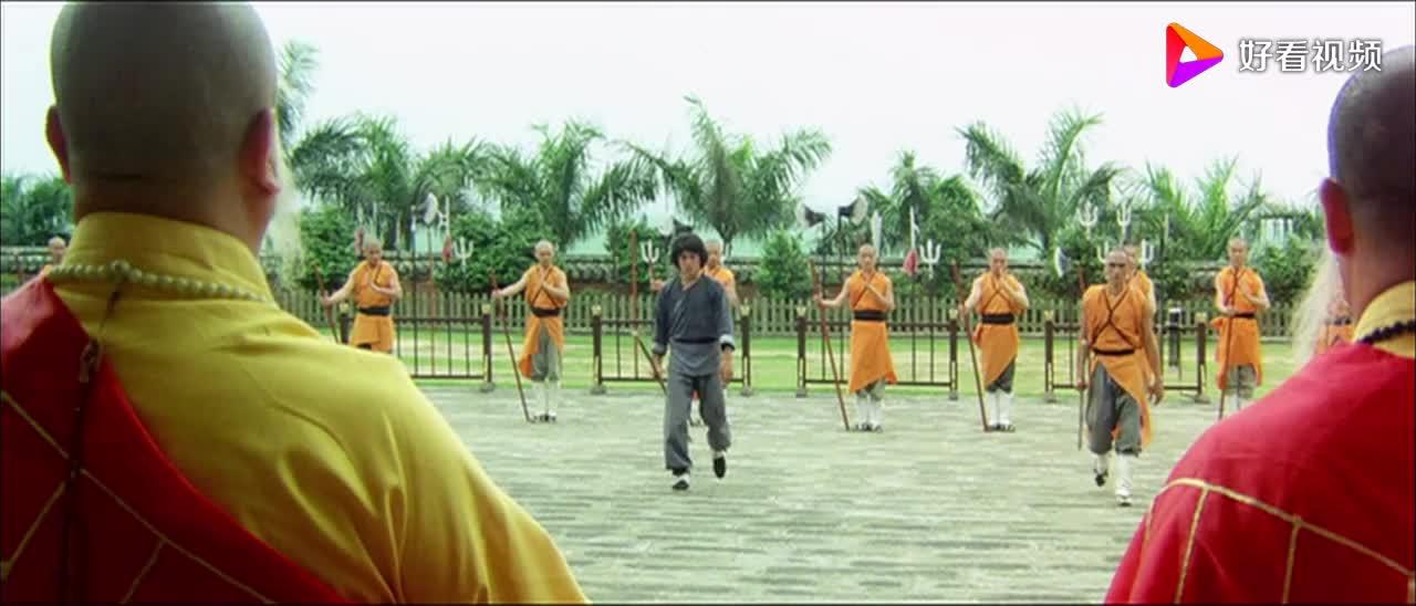 拳精成龙超经典一段武打片段用双拐做武器独闯十八罗汉阵