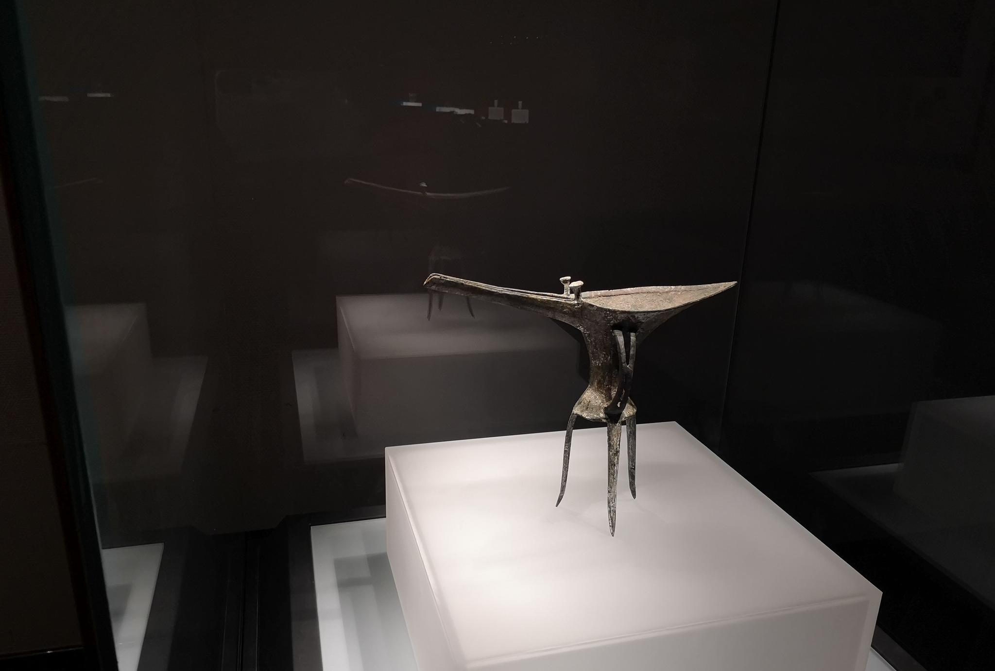 """带你见识中国最早的""""美酒杯"""":博物馆实拍河南洛阳乳钉纹铜爵"""