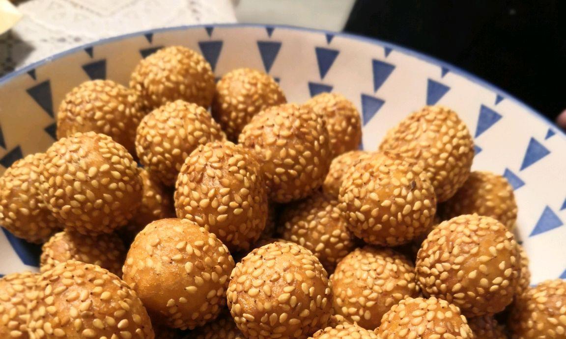 在家也能做美食,用糯米粉做的南瓜球,酥软香甜,浓香芝麻味