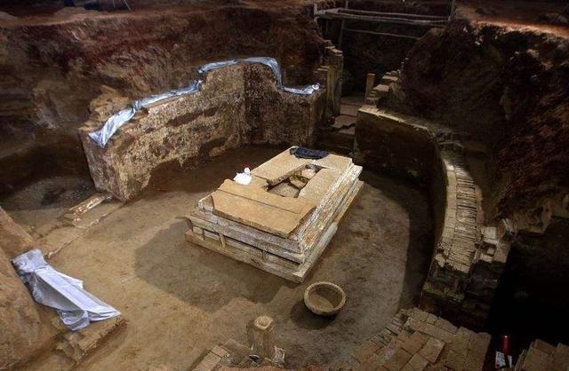 西安出土波斯国王墓,碑文翻译后专家难以接受:跟自己女儿结婚?