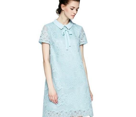 街拍:软妹风,浅蓝色连衣裙柔化女汉心