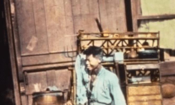 100年前的罕见老照片: 地主家妻妾成群, 青楼女子坐姿不雅!