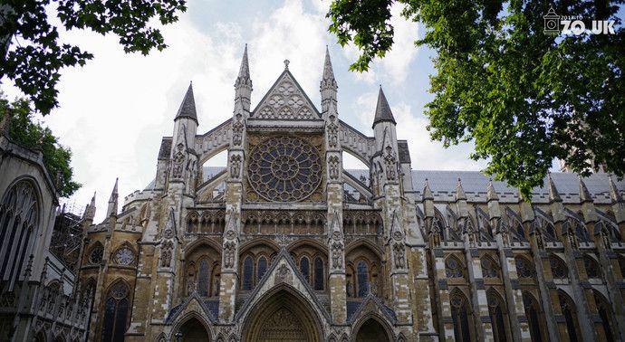 英国的圣地西敏寺,牛顿、霍金先生、达尔文、狄更斯都葬在这