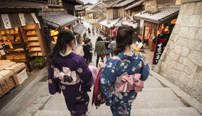 日本游客去中国旅游,在水果摊买草莓,结账却遭老板拒绝:不能卖