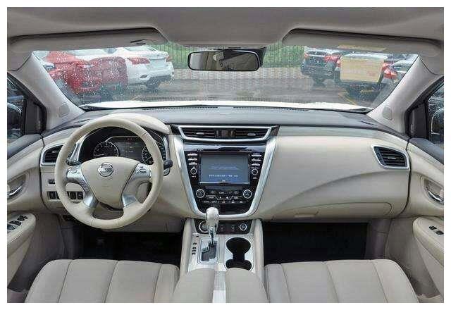 日产的高端车型, 售价高达50万, 价格一降再降,依旧无人问津。