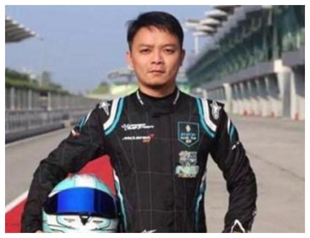 这个富二代有豪车无数,是中国买车第一人,王思聪在他面前弱爆了