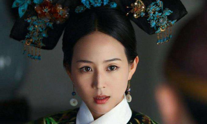 """她是皇宫下等奴仆,靠一手""""水蛇腰""""被皇帝宠幸,晚年依旧迷人"""