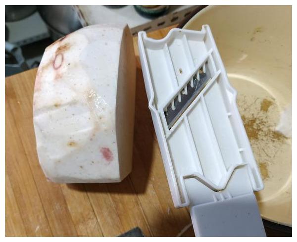 芋头除了芋泥蛋糕、芋头排骨和蒸肉,芋头这样做,比薯片更好吃