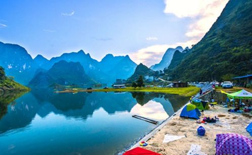 人间最美的是西湖,比西湖更美的是东湖,皓昆湖水和蓝天,很美!