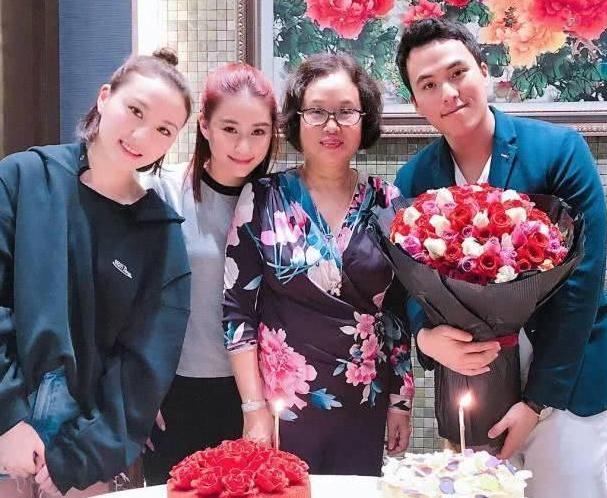 港媒曝赌王三房长女何超云恋上50岁公司高层,欲闪婚争家产?