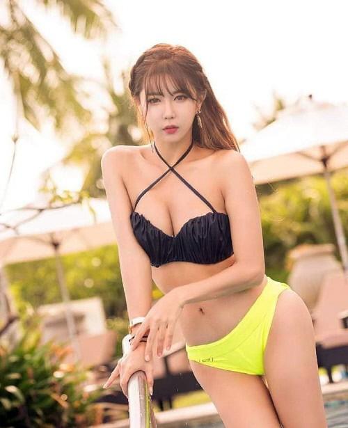 韩国赛车女郎许允美SNS发泳装照秀火爆身材